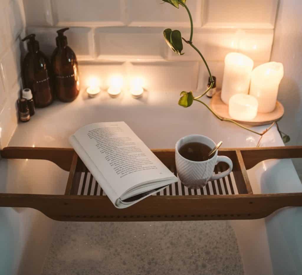 verwöhnprogramm-für-zu-hause-Badewanne