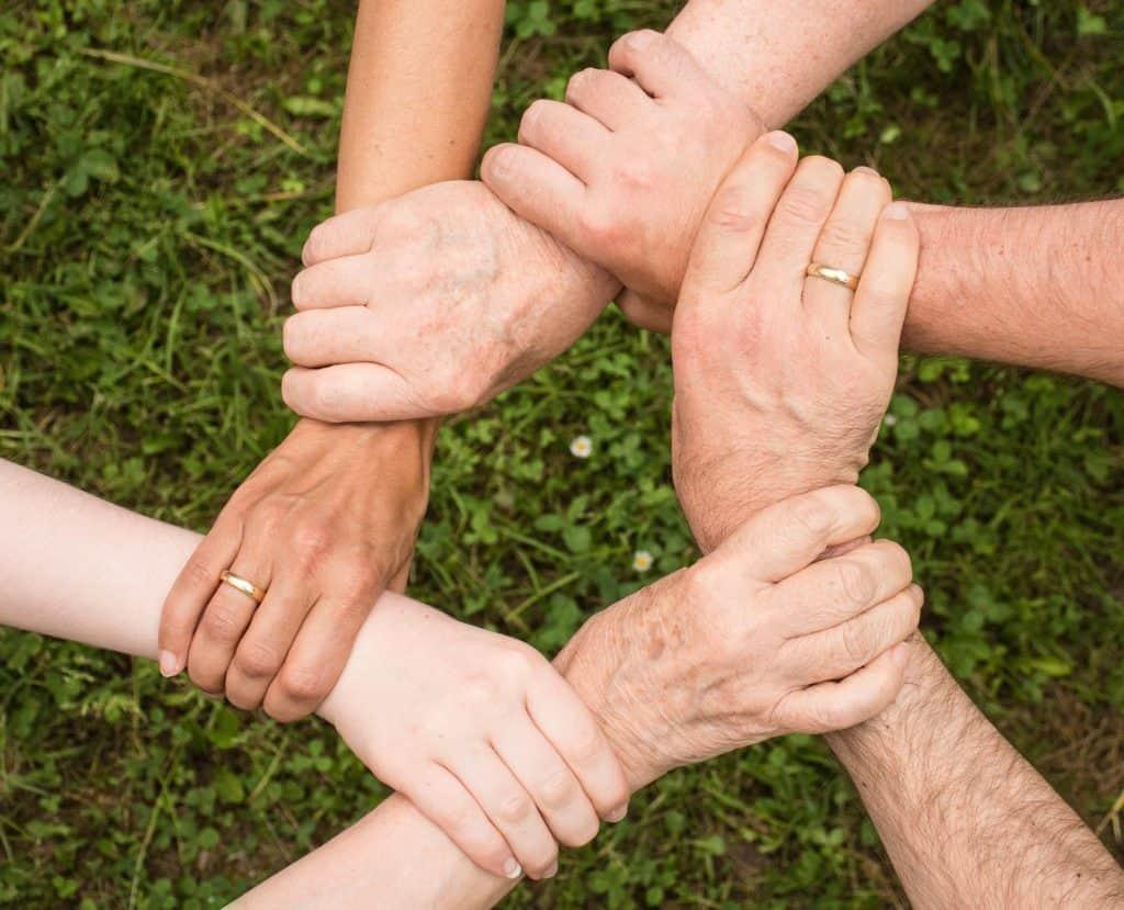 helfen-und-etwas-gutes-tun-in-fürth-hände
